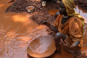 Women artisanal miner in Ethiopia´s Benishangul-Gumaz Región.